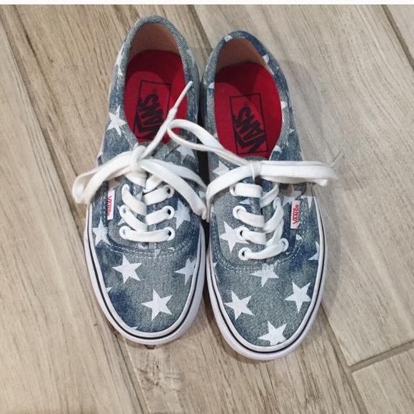 d0e68ecea81d4 Vans Blue and White Star Shoes. M_5bf4400ba31c33d6ce74184e